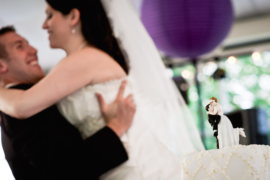 funny pick of bride and groom and cake topper