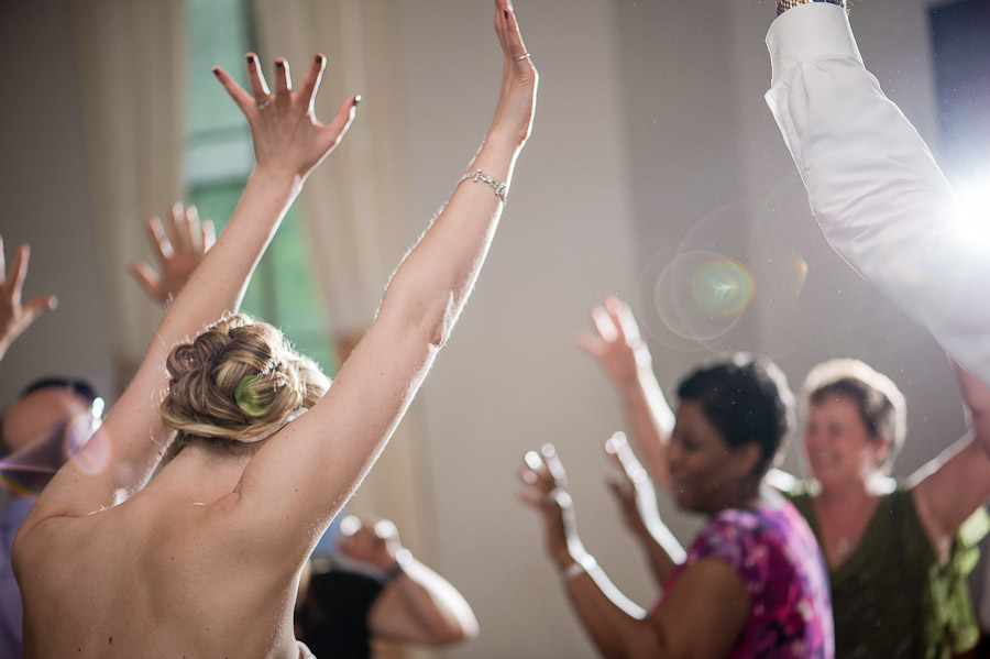 Sweet dance moves at wedding