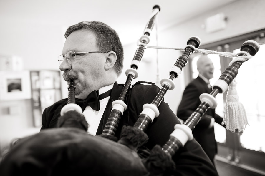 funny bagpipe wedding photo