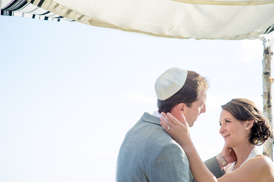 romantic first kiss under chuppah at wintergreen resort wedding