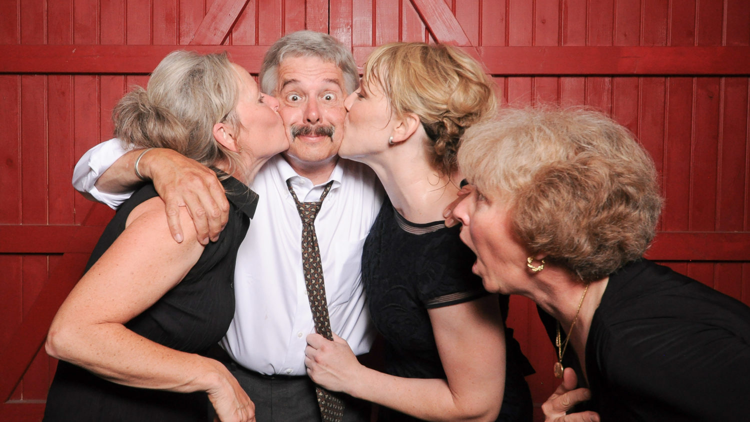 Funny photobooth kissing photos