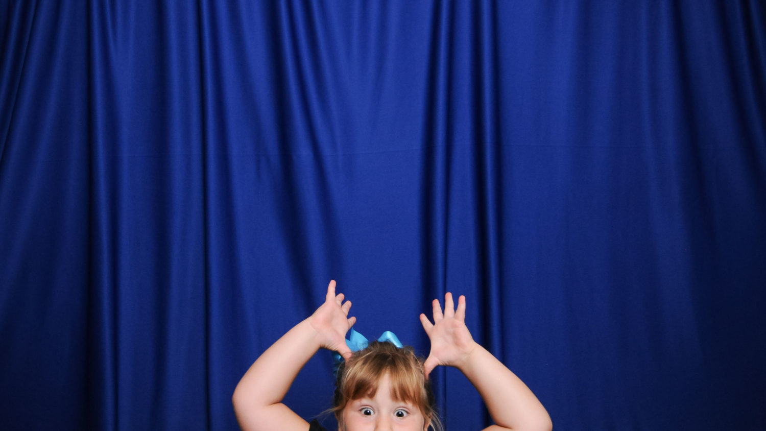 hilarious kids in wedding photo booth