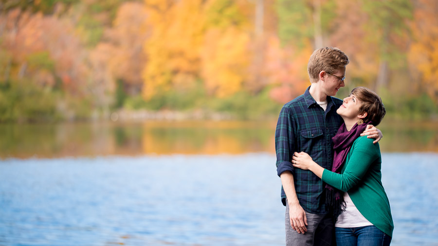 Casual and romantic engagement photos at The College of William and Mary campus