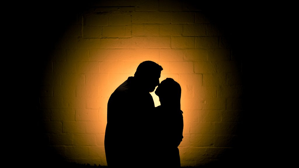 Silhouette of S+T at their Alexandria engagement session